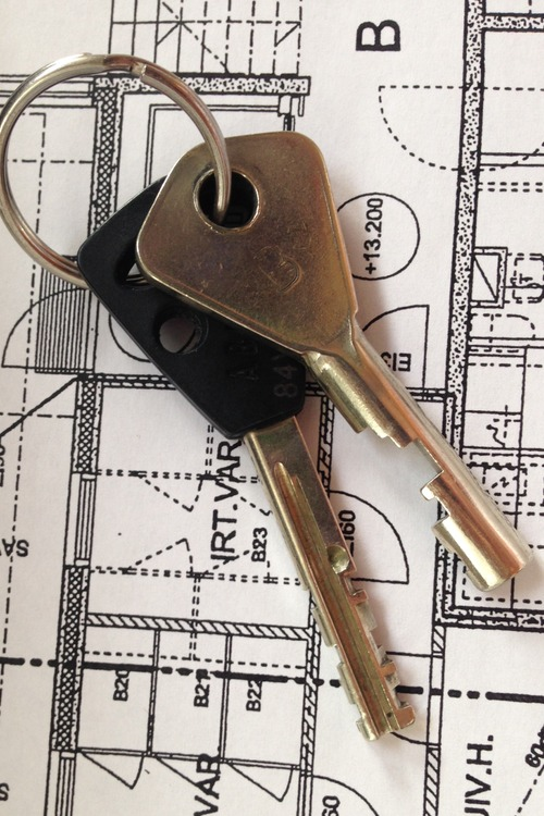 A picture of the keys of an apartment.